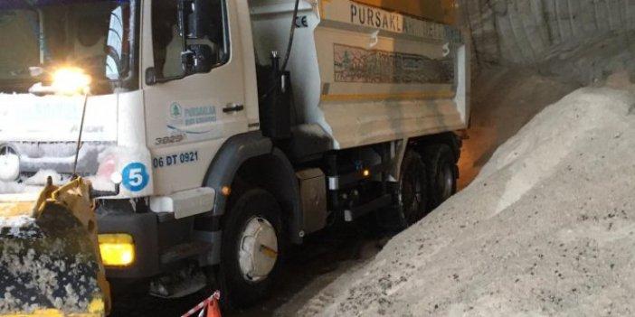 Melih Gökçek'in tuz yok dediği Büyükşehir'den AKP'li belediyelere yardım