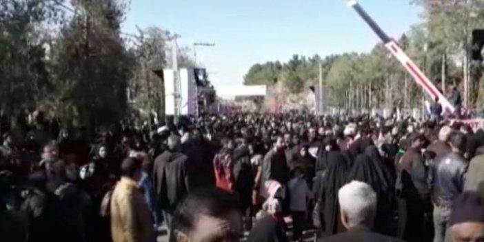 Kasım Süleymani için son tören: Yüz binler Kirman'a akın etti