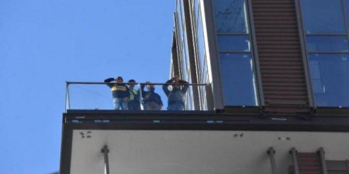 Maaşlarını alamayan işçiler çatıda eylem yaptı