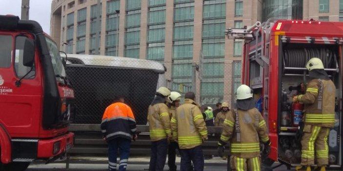 Metrobüste yangın; Seferler aksıyor