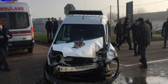 Cezaevi aracı ile kamyon çarpıştı: 6 yaralı