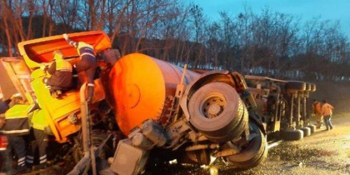 Silivri'de çöp kamyonu ile TIR çarpıştı