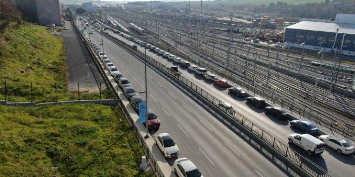 Marmaray çevresine yüzlerce araç park etti