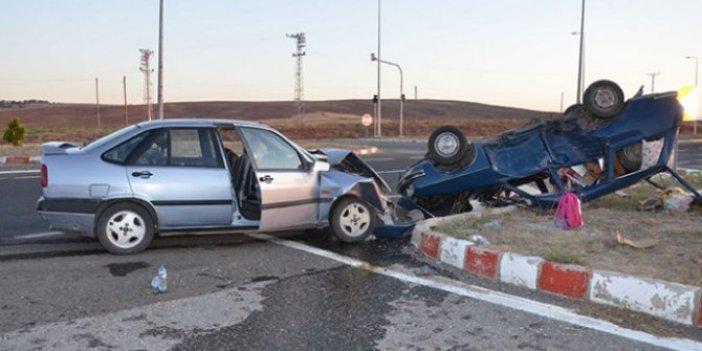 Kayseri'de iki otomobil kafa kafaya çarpıştı