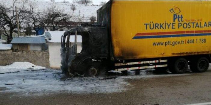 Depremzedelere yardım götüren kamyon yandı