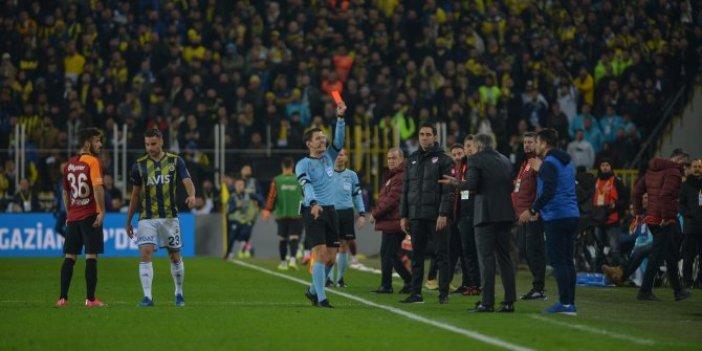 Fenerbahçe-Galatasaray derbisinde kartlar havada uçuştu
