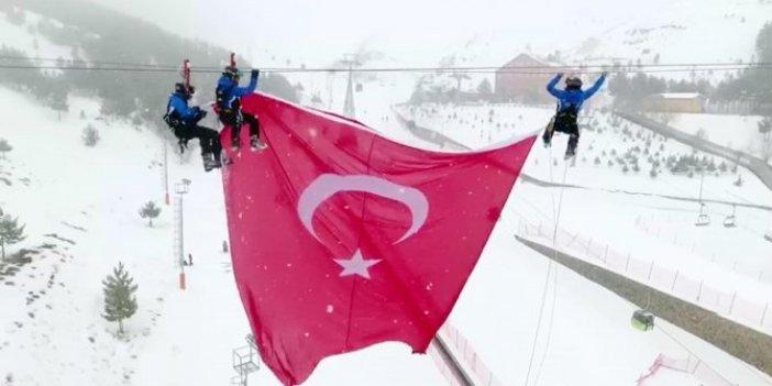 Palandöken'in zirvesine dev Türk bayrağı
