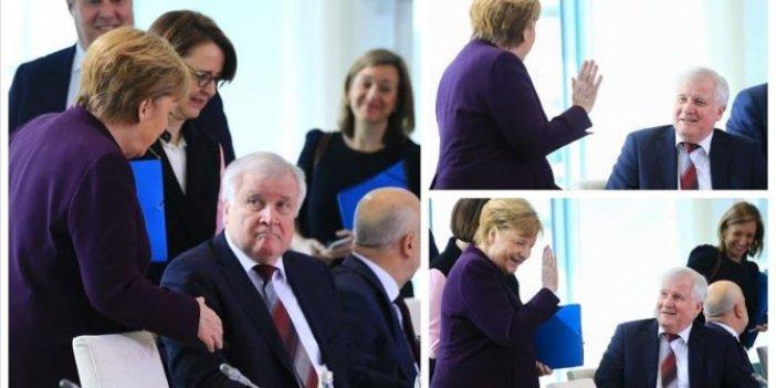 Almanya İçişleri Bakanı Seehofer, Merkel'in elini sıkmadı