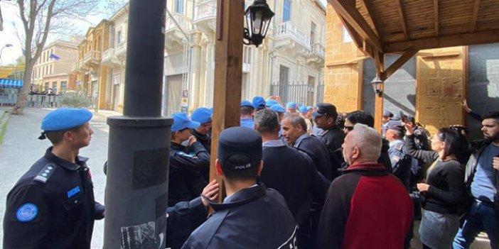 KKTC polisi ile BM askerleri arasında arbede!