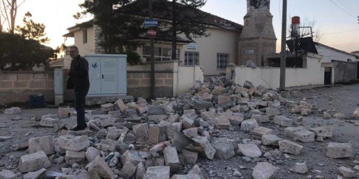 Fırtına, cami minaresini devirdi