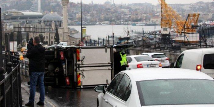 Unkapanı'ndaki kaza trafiği kilitledi
