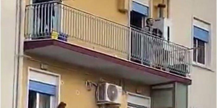"""Evde hapis kalan İtalyanlar balkonda """"çıldırdı"""""""