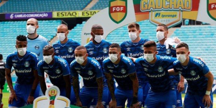 Ertelenmeyen maçta sahaya maskeyle çıktılar