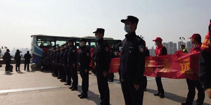 Ölümüne çalışan sağlıkçılar askeri törenle uğurlandı