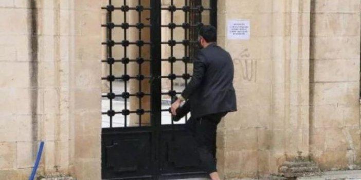 Koronavirüs uyarılarına rağmen, Cami kapısını zorladılar!
