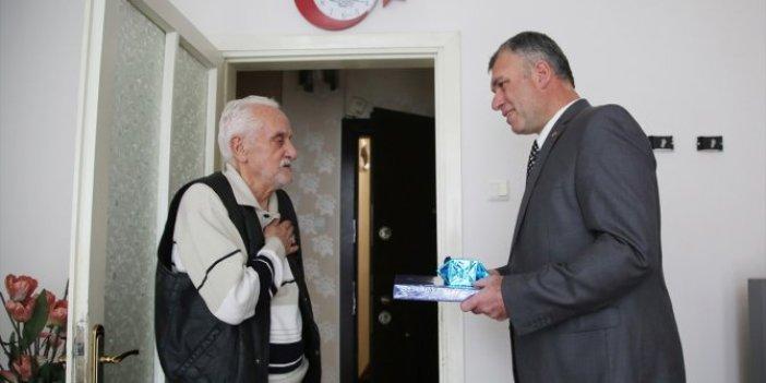 Manisa'da polis, bağırdığı yaşlı adamdan özür diledi