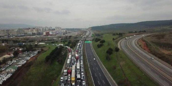 Korona virüs denetimi İstanbul'da kilometrelerce kuyruk oluşturdu