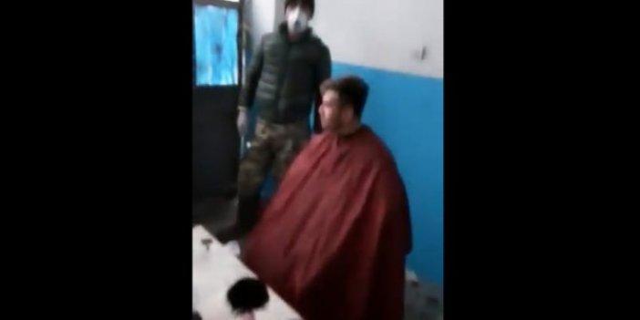 Depoda tıraş yaparken yakalanınca ne yapacağını şaşırdı
