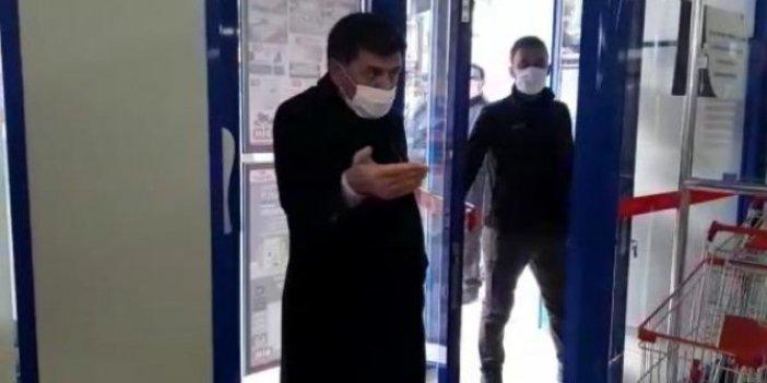 Market, virüs demedi indirim yaptı: İndirime koşan vatandaşı belediye başkanı azarladı