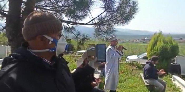 Sakarya Akyazı'da korona virüs nedeniyle cenazeden canlı yayın