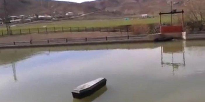 Nehir'de yüzen tabutlar vatandaşı korkuttu