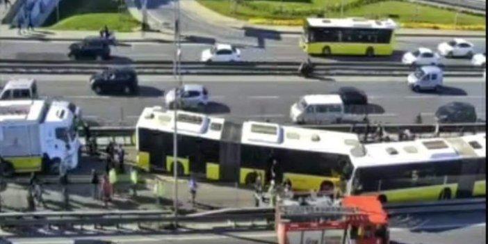 Avcılar'da metrobüs kazası: Kafa kafaya çarpıştılar!