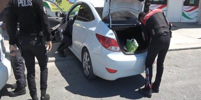 Suriyeli şüpheli otomobilin bagajında yakalandı