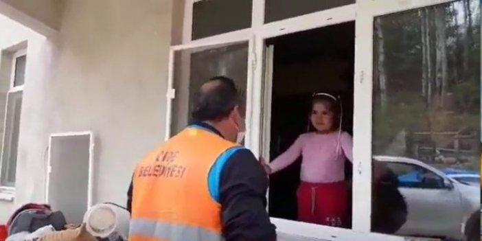Küçük Ülkü pencereyi açtı, gözlerine inanamadı: Karşısında tanımadığı bir adam ona bakıyordu
