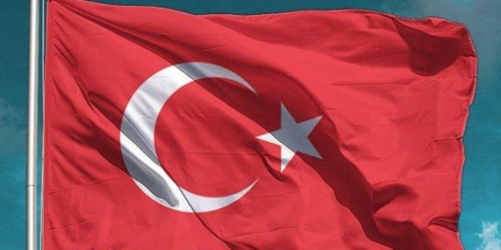Tüm Türkiye balkonlardan İstiklal Marşı söyledi
