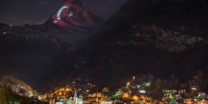 Görenleri büyüledi: Türk bayrağı İsviçre Alpleri'nin zirvesinde!