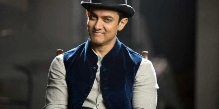 Aamir Khan ihtiyaç sahiplerine un dağıttı, içinden çıkanları görenler dondu kaldı!