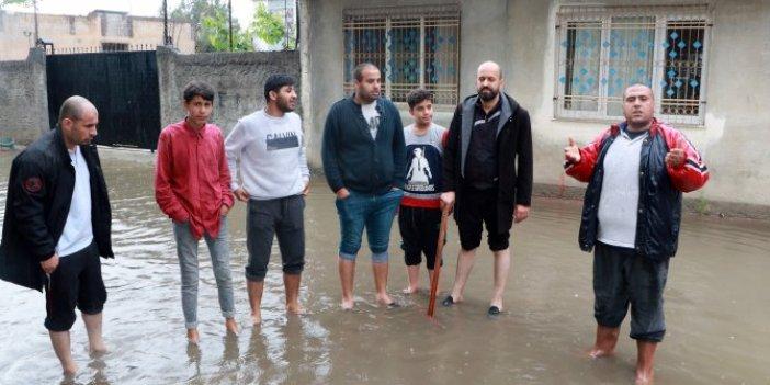 Adana'da sağanak, sokakları sular altında bıraktı