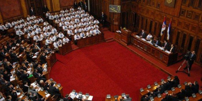 Sırbistan'da seçimler 21 Haziran'da yapılacak