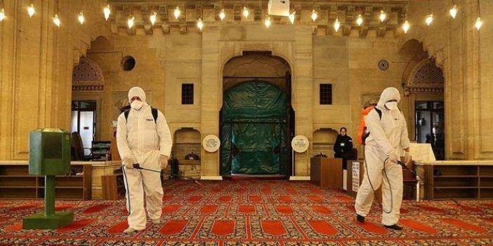 Diyanet 65 yaşa önce izin verdi sonra iptal etti: Camide namaz hala yasak!