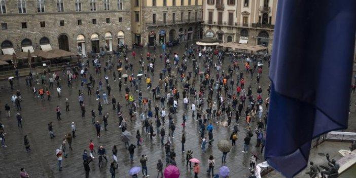 İtalya'da hükümetin korona virüs tedbirleri protesto edildi