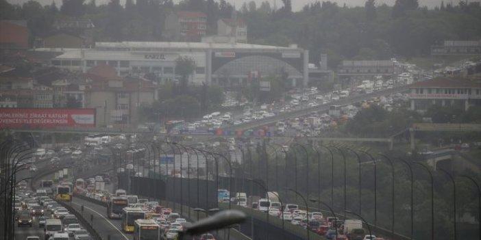 İstanbul'da trafik eskiye döndü! Trafik durma noktasına geldi