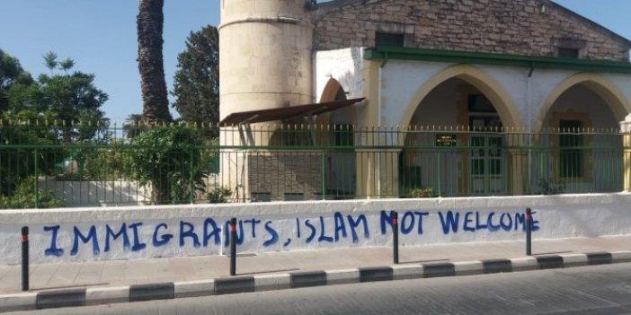Güney Kıbrıs'ta camiye molotofkokteyli attılar