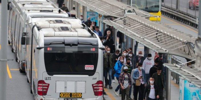 """Metrobüs kalabalığı isyan ettirdi: """"Boşuna 2 ay evde kaldık"""""""