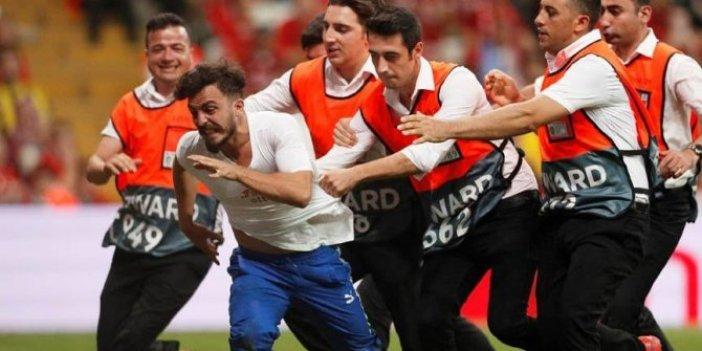 Beşiktaş Vodafone Park'ta sahaya atlayan Youtuber şokta: İngilizce küfüre Türkçe ceza!