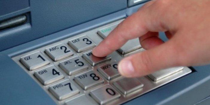 Dolandırıcılar parayı bankadan çekerken yakalandı