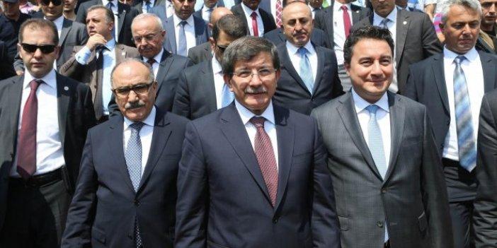 Davutoğlu'ndan Babacan'a eleştiri: Mevlana'nın sözlerine atıf yapıldı