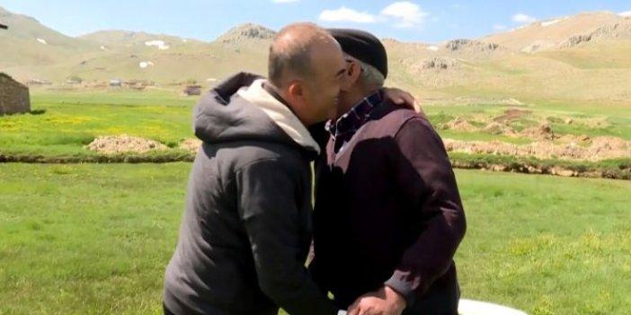 Babasına kavuştu, koronayı unuttu, Bakan Çavuşoğlu'ndan babalar günü ziyareti