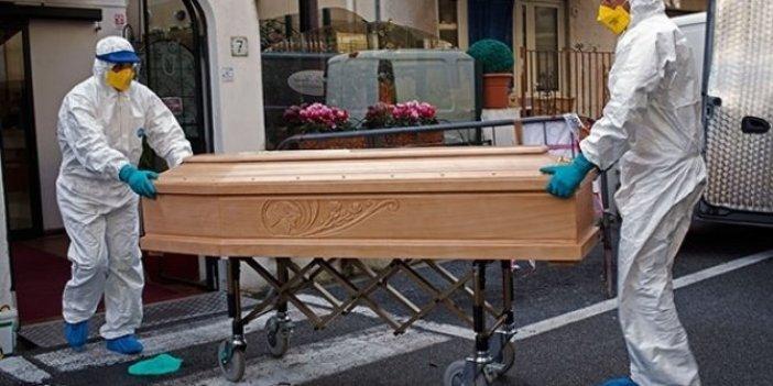 Avluda büyük panik: Koronadan ölen adamın cenazede tabutunu açtılar!