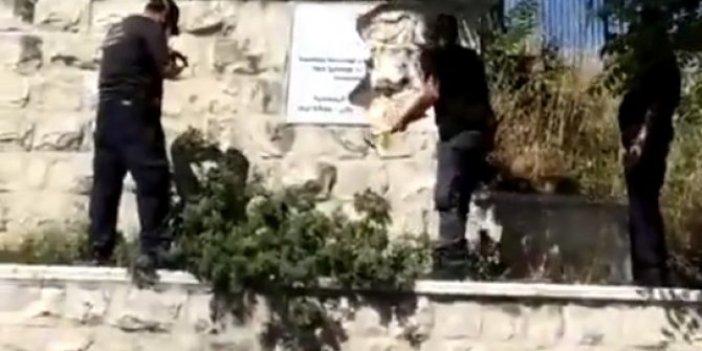 Türk mezarlarındaki Türk Bayrağını balyozla parçaladılar