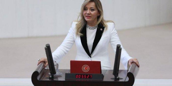 İYİ Partili Aylin Cesur'dan kadın cinayetleri için Meclis kürsüsünde sessiz protesto!