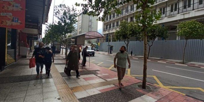 Manisa'daki depremin ardından vatandaşlar sokağa döküldü