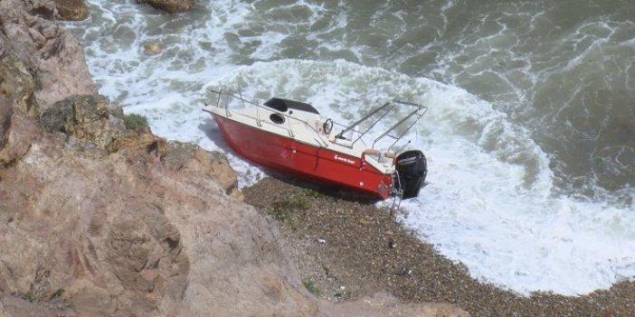 Riva Sahili'nde dehşet! Teknedeki kadın ateş yakarak kurtarılmayı bekledi