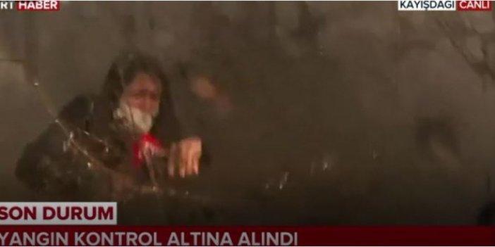 Tonlarca suyun altında kaldı: Kız ne yapacağını şaşırdı: İstanbul'da yangın helikopteri TRT muhabirini böyle söndürdü