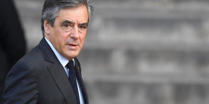Eski Başbakana hapis ve siyasetten men cezası