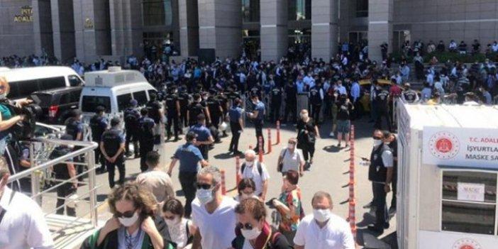 Avukatlar çoklu baro düzenlemesine karşı toplandı: Çağlayan Adliyesi'nde toplandılar